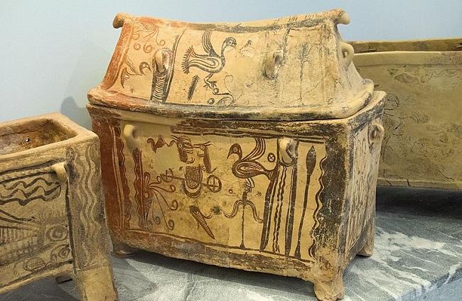 ארון קבורה (Larnax) טיפוסי