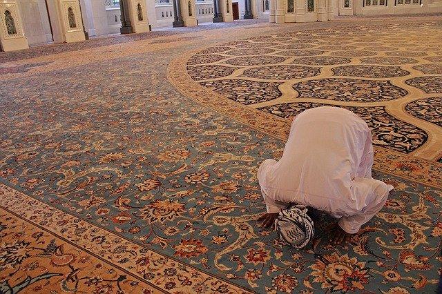 טורקי מתפלל