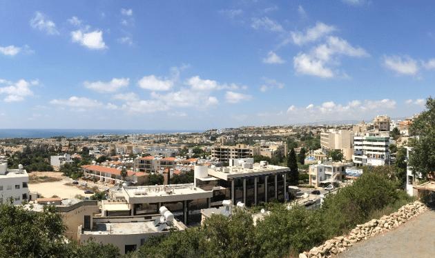 מבט על העיר העתיקה של פאפוס לכיוון הים וקאטו פאפוס