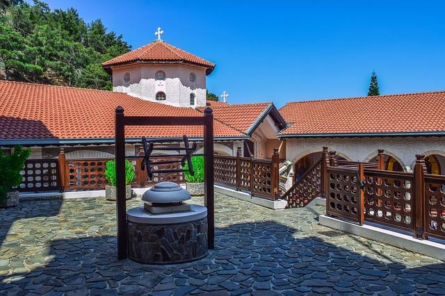 חצר מנזר קיקוס