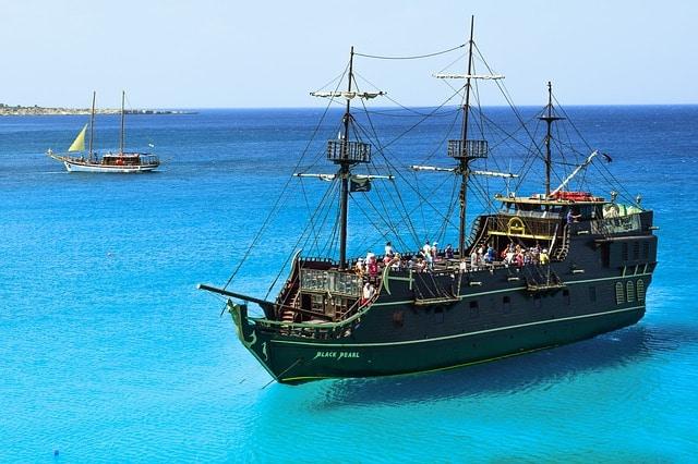 אוניית הפיראטים Black Pearl הפנינה השחורה
