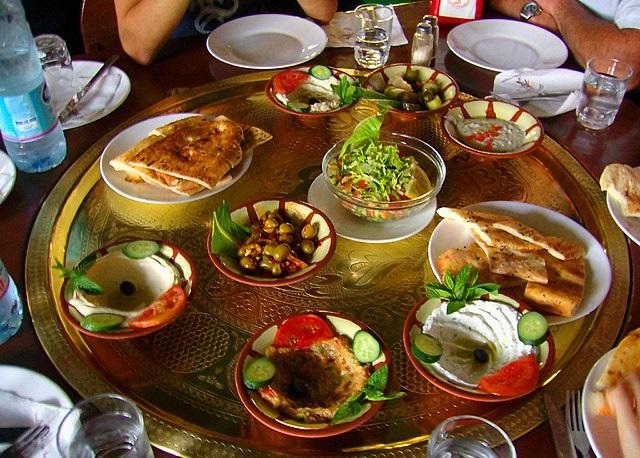 ארוחת-מזה-קפריסאית-טיפוסית