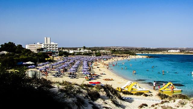 ספורט ימי בחוף מקרוניסוס