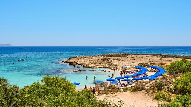 שמשיות על חוף מקרוניסוס
