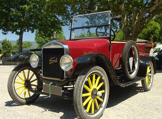 פורד רודסטר מודל T - אחד מכלי הרכב במוזיאון הרכב של לימסול