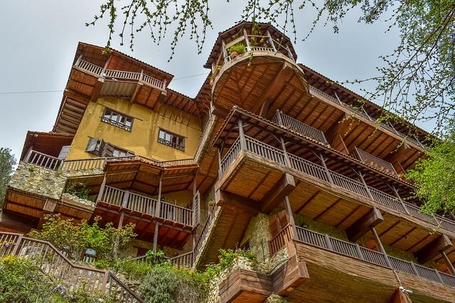 מבנה מלון טיפוסי בהרי הטרודוס