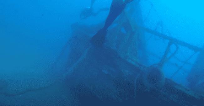הספינה הטבועה אלכסנדריה מונחת על צידה במפרץ לרנקה