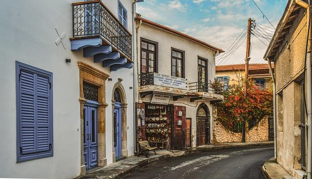 רחוב שקט בעיר העתיקה של לרנקה