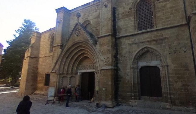 הכניסה למבנה הבדסטן, כנסיית סט ניקולאס