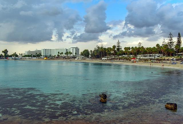 חוף ניסי ביץ, - איה נאפה