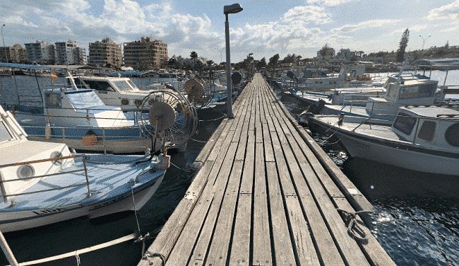 נמל הדייגים הקטן של לרנקה