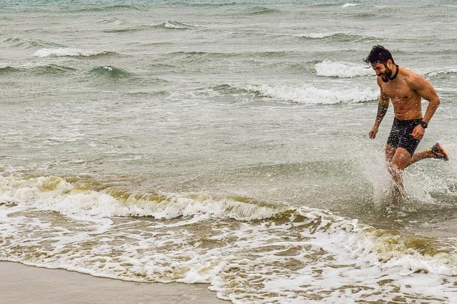 פברואר בקפריסין - אפשר להיכנס למים