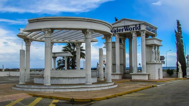 הכניסה לפארק המים waterworld ליד איה נאפה