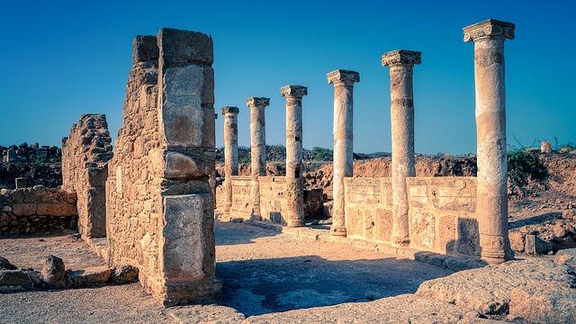 עמודים הרוסים בפארק הארכיאולוגי קאטו פאפוס (Nea Paphos)