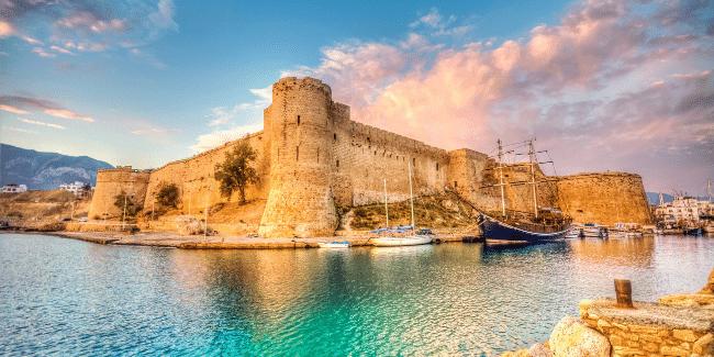 נמל קיריניה וטירת קירניה