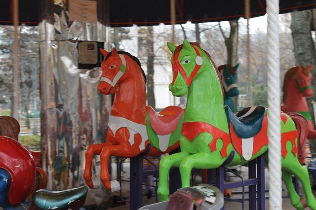 סוסים בלונה פארק