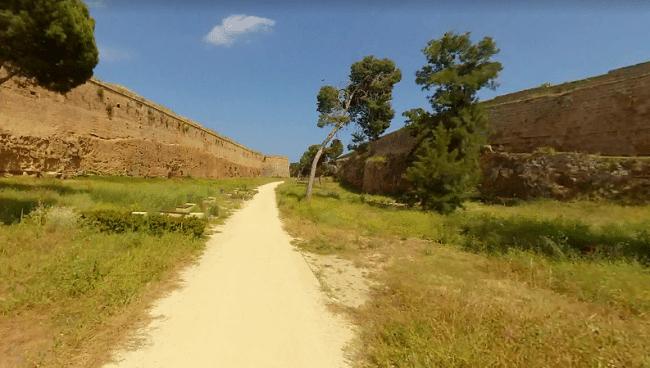 החפיר של העיר העתיקה של פמגוסטה