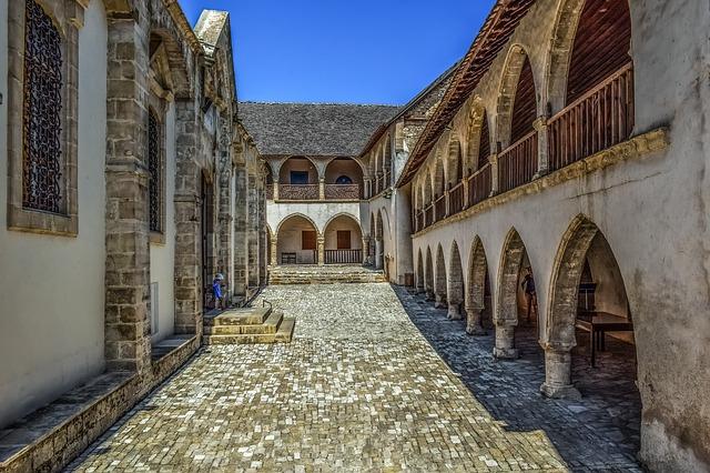 מנזר טימיוס סטבארוס Timios Stavros Monastery